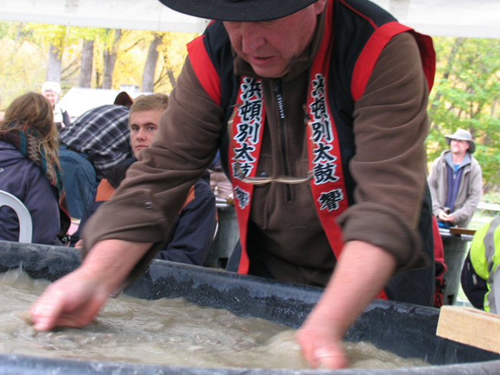 gold-panning-at-Hilux-NZ-Rural-Games