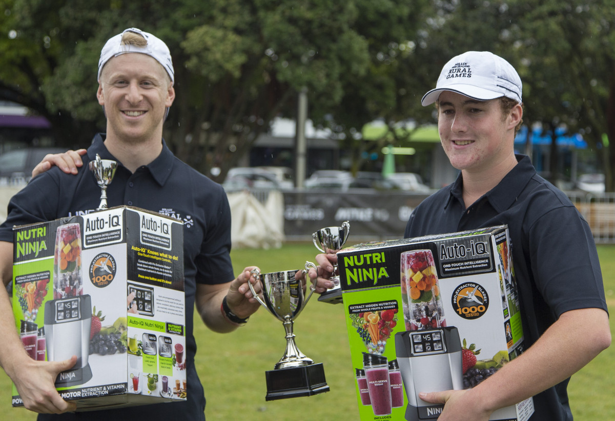 Nick Hornstein on the left with Robbie Hollander 2017 NZ Egg Throw and Catch Champions